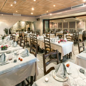 Service en salle</br>Restaurant Family Meyrueis