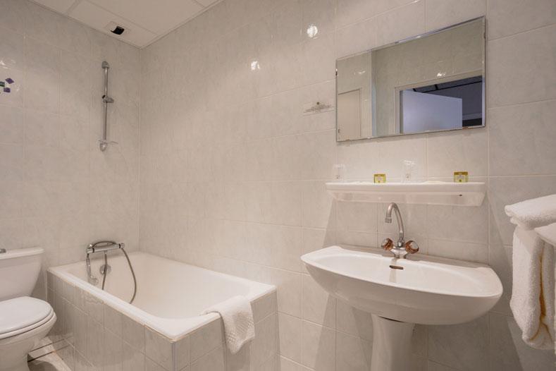 Bathroom </br>Hôtel Family & Spa Meyrueis